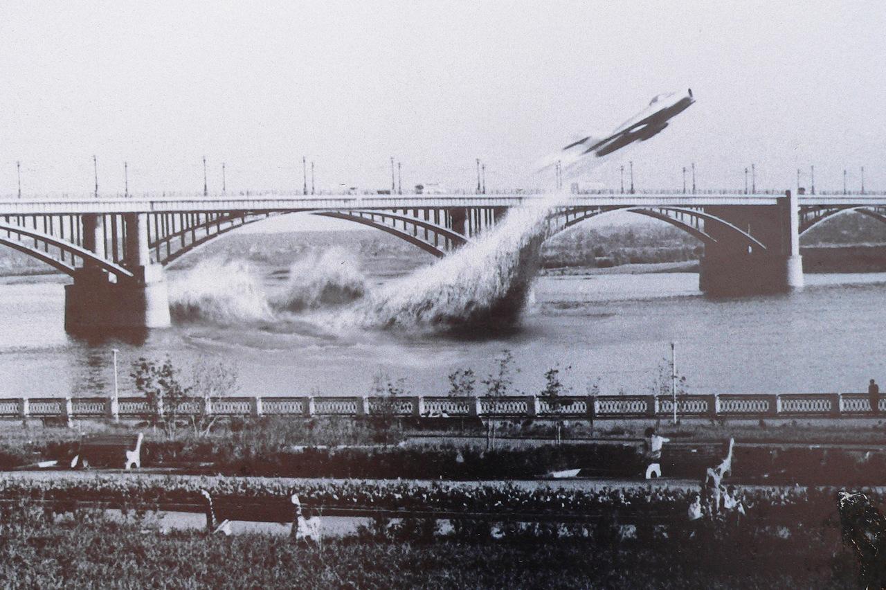 privalov-polet-pod-kommunalnym-mostom-v-novosibirske