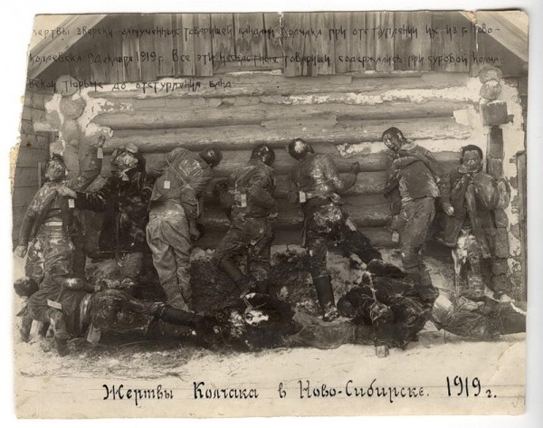 Раскопки могилы, в которой погребены жертвы колчаковских репрессий марта 1919 года, Томск, 1920 г. 1 (2)