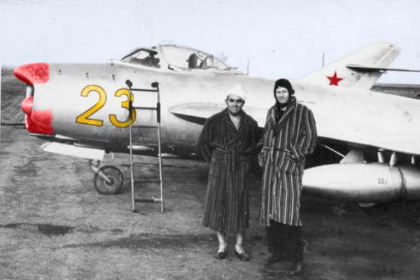 Валентин Привалов у самолета