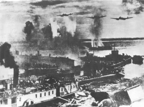 битва за сталинград гитлеровцы бомбят переправу