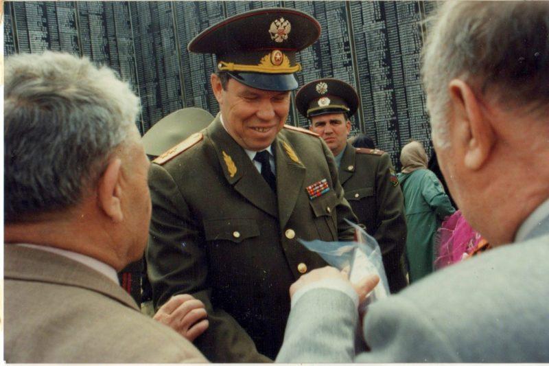 генерал Лев рохлин у мемриала