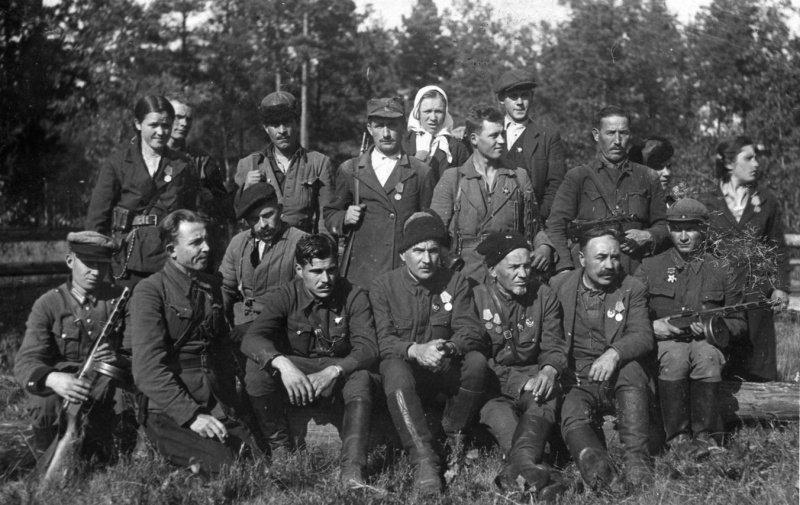 партизаны и командир Ковпак