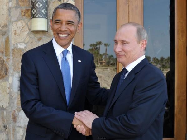 ITAR-TASS: LOS CABOS, MEXICO. JUNE 18, 2012. Russia's President Vladimir Putin (R) and U.S. President Barack Obama meet for talks in Los Cabos. The leaders arrived in Mexico to attend the 7th G20 Summit. (Photo ITAR-TASS / Alexei Nikolsky) Ìåêñèêà. Ëîñ-Êàáîñ. 19 èþíÿ. Ïðåçèäåíò Ðîññèè Âëàäèìèð Ïóòèí è ïðåçèäåíò ÑØÀ Áàðàê Îáàìà (ñëåâà íàïðàâî) âî âðåìÿ âñòðå÷è â ïðåääâåðèè ñàììèòà G20. Ôîòî ÈÒÀÐ-ÒÀÑÑ/ Àëåêñåé Íèêîëüñêèé
