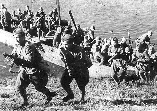 5-й сталинский удар Подразделение 3-го Белорусского фронта форсирует реку Лучеса. Июнь 1944 года.