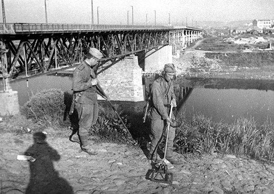 5-й сталинский удар Саперы разминируют Витебск