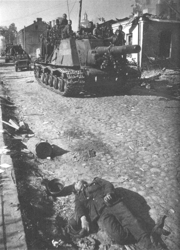 5-й сталинский удар Советская колонна на улице освобожденного Полоцка