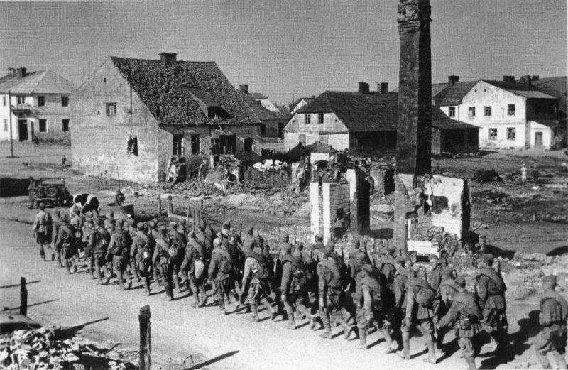 5-й сталинский удар Советская пехота в походной колонне. 3-й Белорусский фронт
