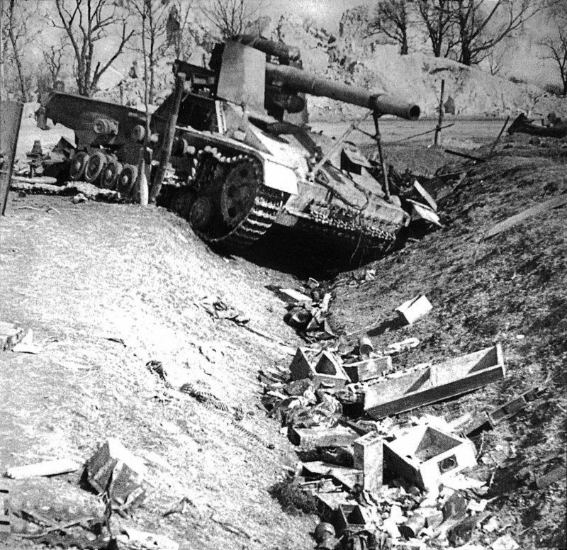 6-й сталинский удар Немецкая САУ Хуммель, уничтоженная советской артиллерией в районе города Львов в июле 1944 года