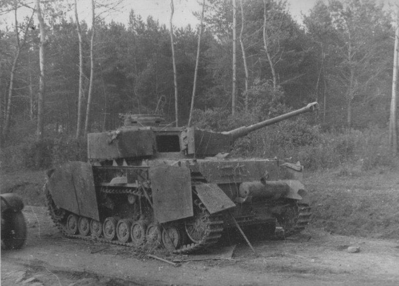 6-й сталинский удар Немецкий средний танк Pz.Kpwf. IV Ausf. J, уничтоженный на Западной Украине