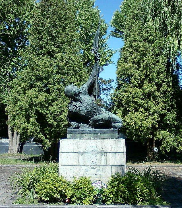 6-й сталинский удар Памятник на могиле Александра Марченко