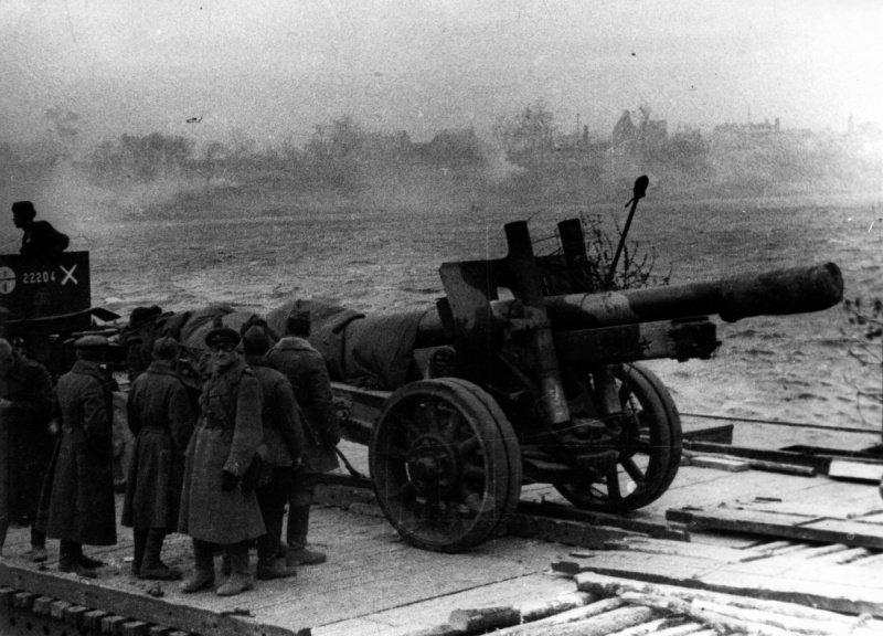 6-й сталинский удар Советские артиллеристы форсируют Днепр на Львовском направлении