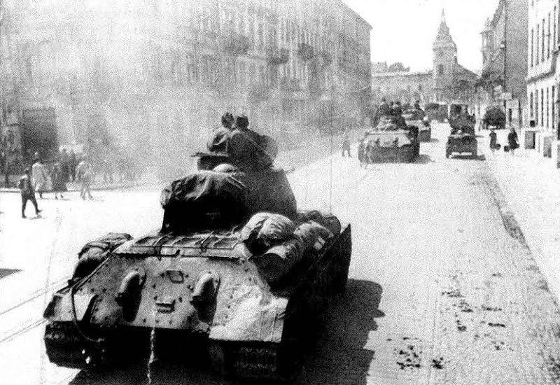 6-й сталинский удар Советские танки во Львове1