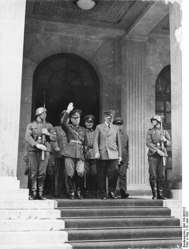 7-й сталинский удар 10 июня 1941 года. Антонеску и Гитлер выходят из Фюрербау (Мюнхен)