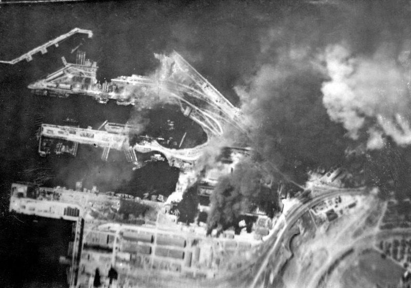 7-й сталинский удар Бомбардировка советской авиацией румынского порта Констанца