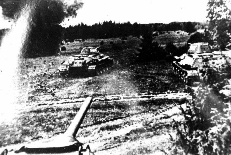 7-й сталинский удар Танки 7-го мк ведут бой в Ясско-Кишиневской операции. Молдавия август 1944 года