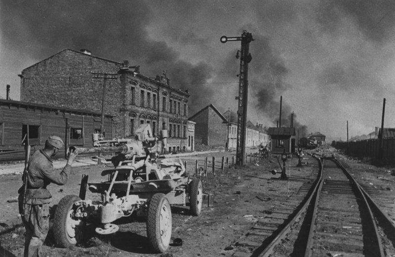 8-й сталинский удар - Брошенная немцами в районе торгового порта Таллина 40-мм зенитная пушка