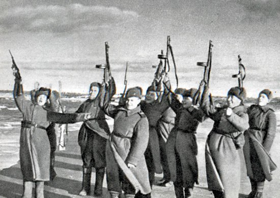 8-й сталинский удар - Салют воинам Красной армии, вышедшим на побережье Балтийского моря. Осень 1944 г.