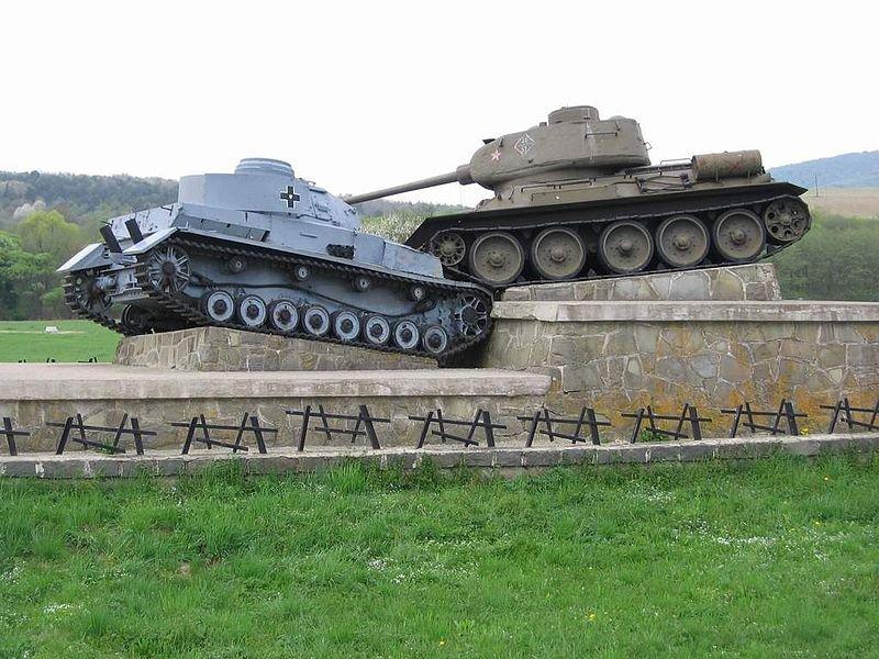 9-й сталинский удар - Памятник на месте боёв за Дуклинский перевал