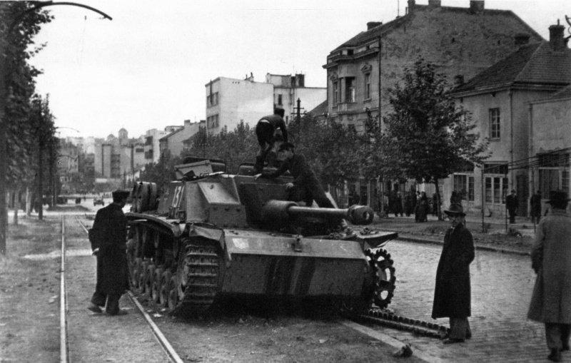9-й сталинский удар - Подбитая немецкая самоходка StuG III в Белграде