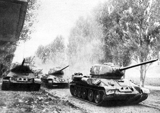 9-й сталинский удар - Советские танкисты преследуют отступающего противника