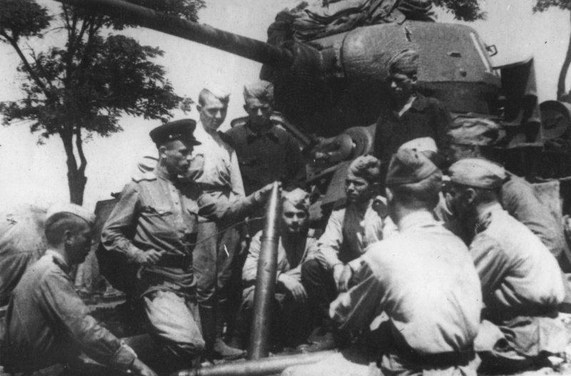 9-й сталинский удар - Занятия с молодым пополнением в 4-м гвардейском мехкорпусе накануне Белградской операции