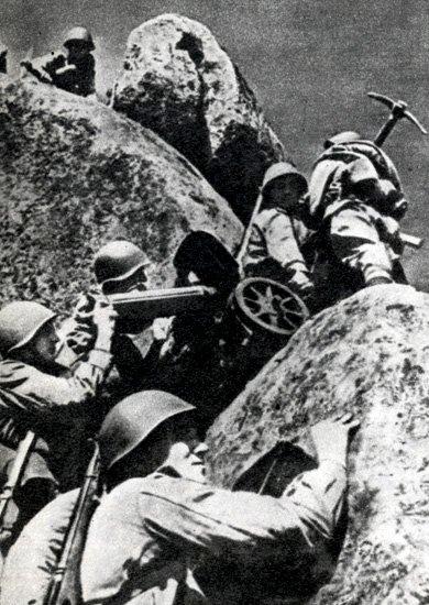 9-й сталинский удар - бойцы с пулеметом