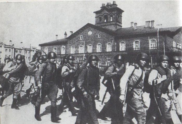 Части Советской Армии входят в г. Петрозаводск, июнь 1944