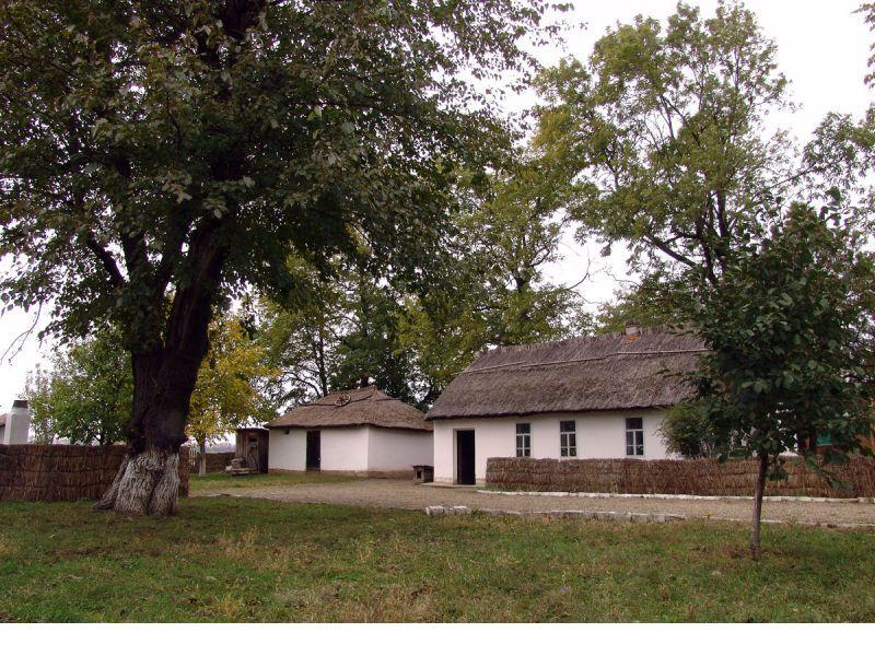 Епистиния дом1