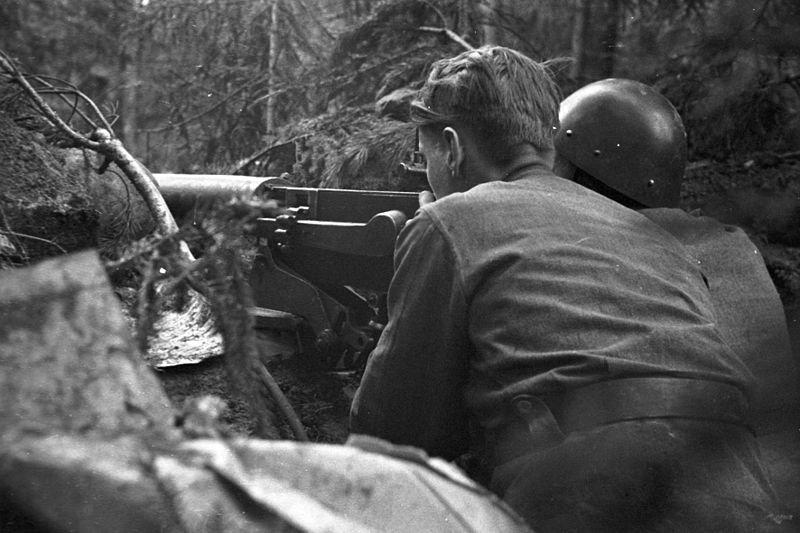 Финские пулеметчики на позиции. Район Эюряпяя-Вуасалми, июль 1944 года