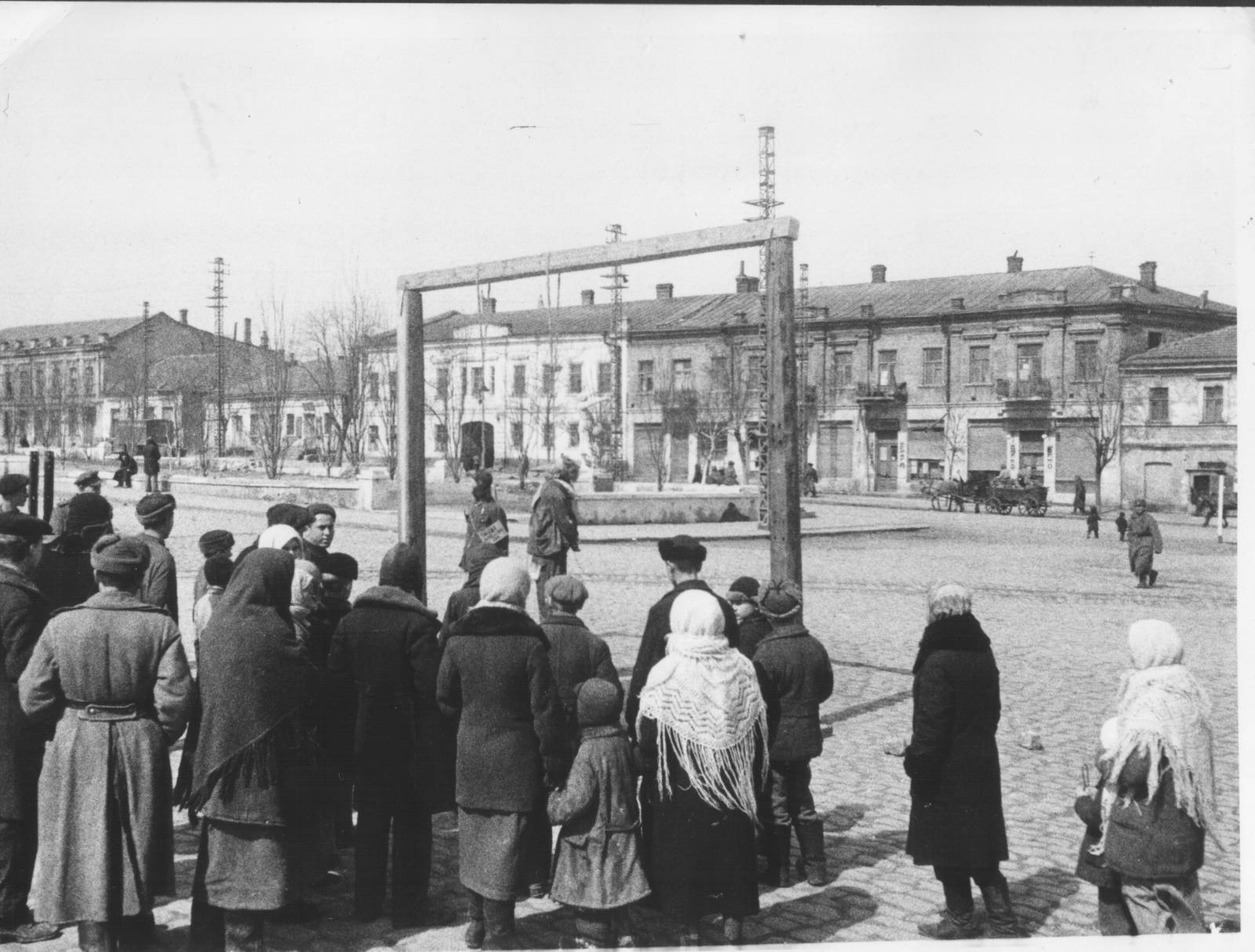 Казнь фашистов в Николаев виселица на городской площади