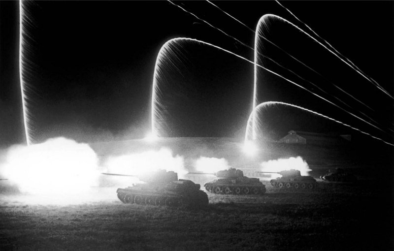 Ночная атака советских танков Т-34-85 у станции Раздельная