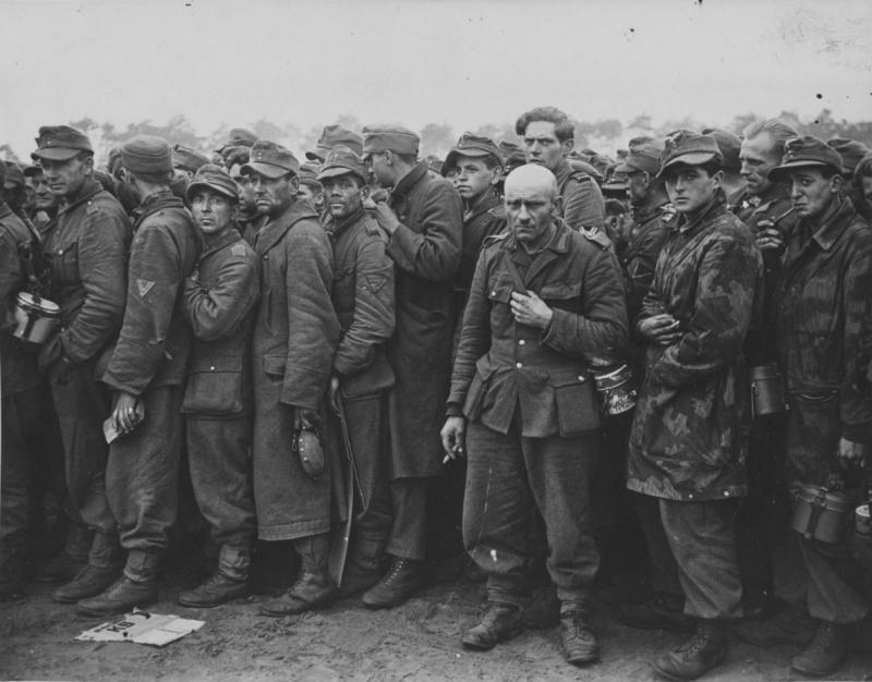 Пленные немецкие солдаты на улицах Ленинграда1