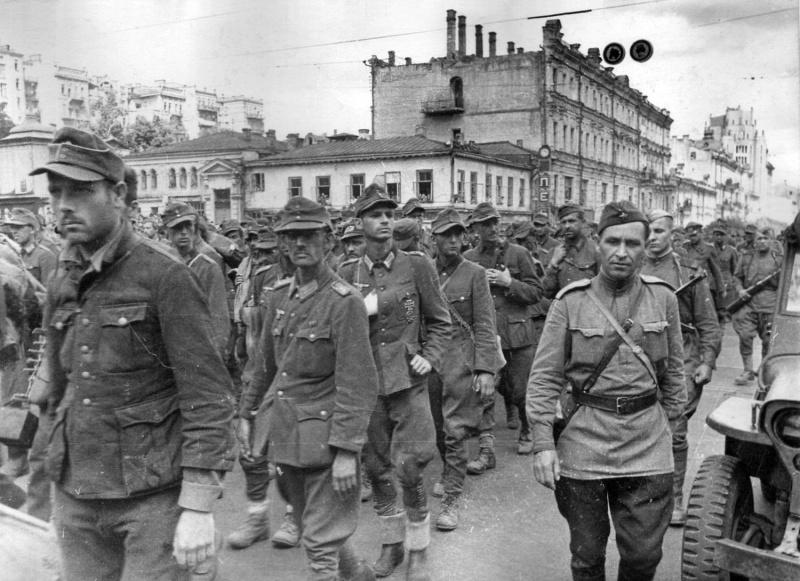 Пленные немецкие солдаты на улицах Ленинграда2