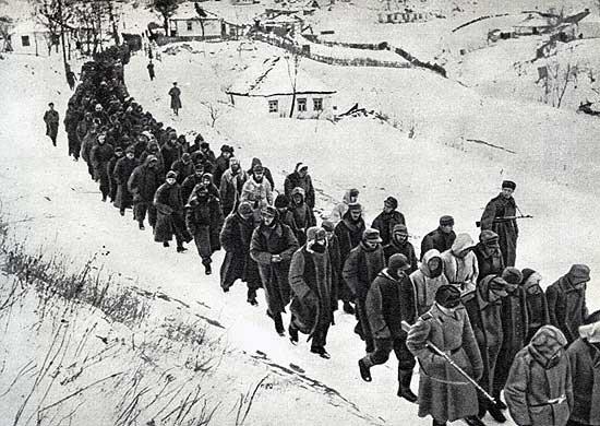 Пленные немцы после разгрома корсунь-шевченковской группировки. Февраль 1944 г.