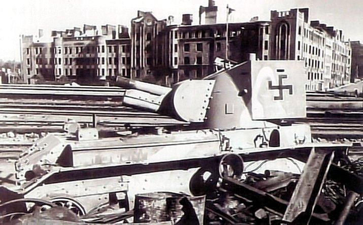 Подбитое в боях за Выборг финское штурмовое орудие БТ-42, июнь 1944 года