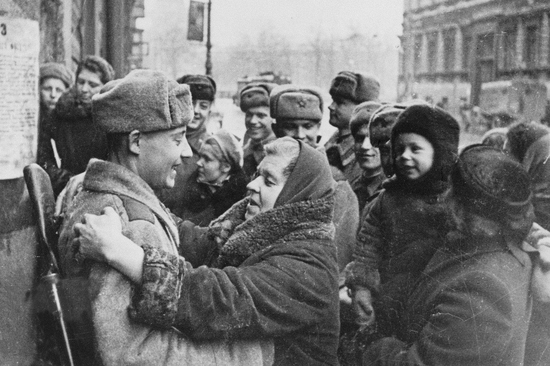 Прорыв блокады Ленинграда - встреча воинов