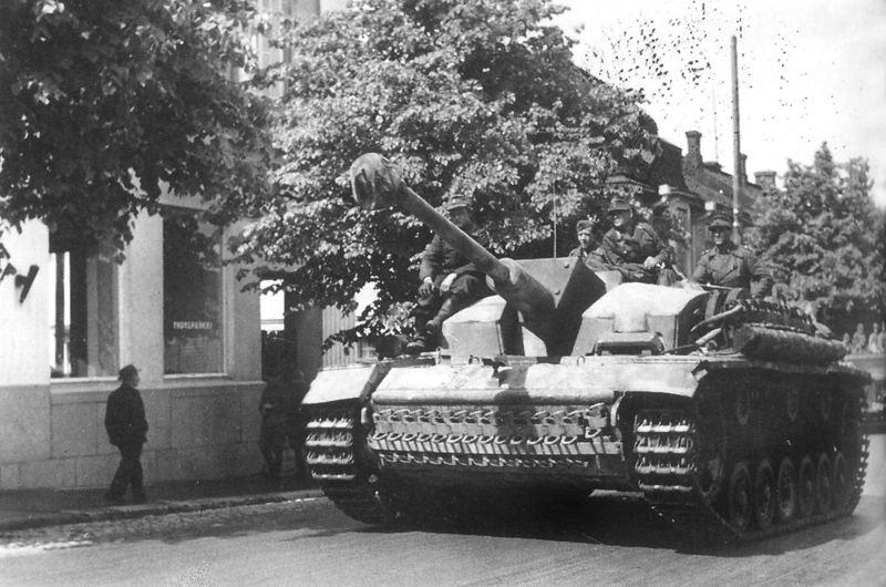 Штурмовое орудие StuG III из состава немецкой 303-й бригады штурмовых орудий. Финляндия, лето 1944 года