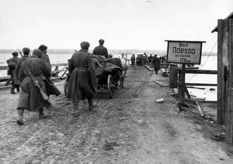 Советские солдаты. Марш на Одессу