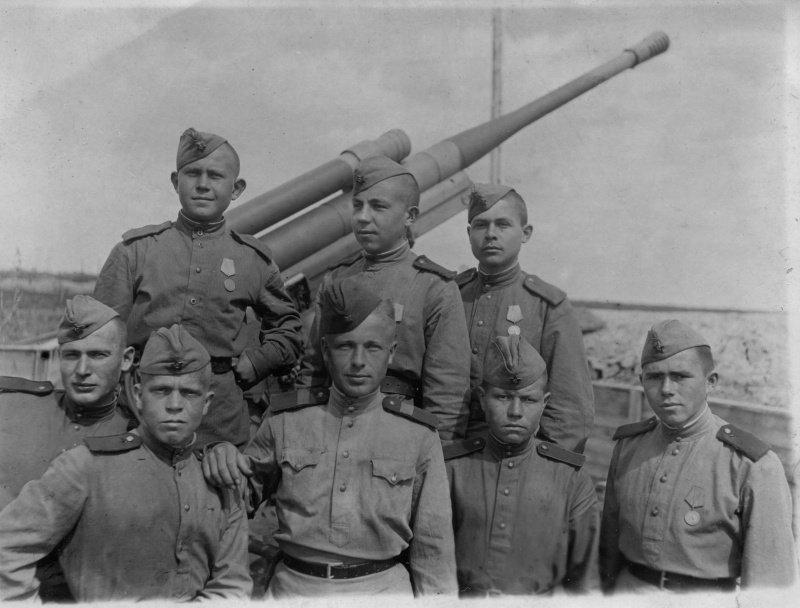 Советские зенитчики