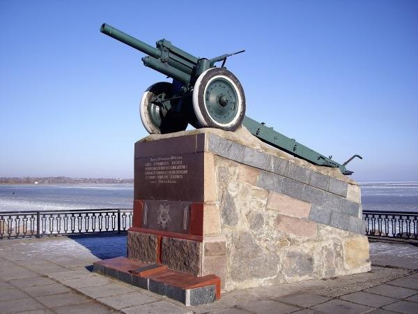 Военный мемориал 'Пушка'. Установлен в честь памяти Никопольско-Криворожской операции. Никополь