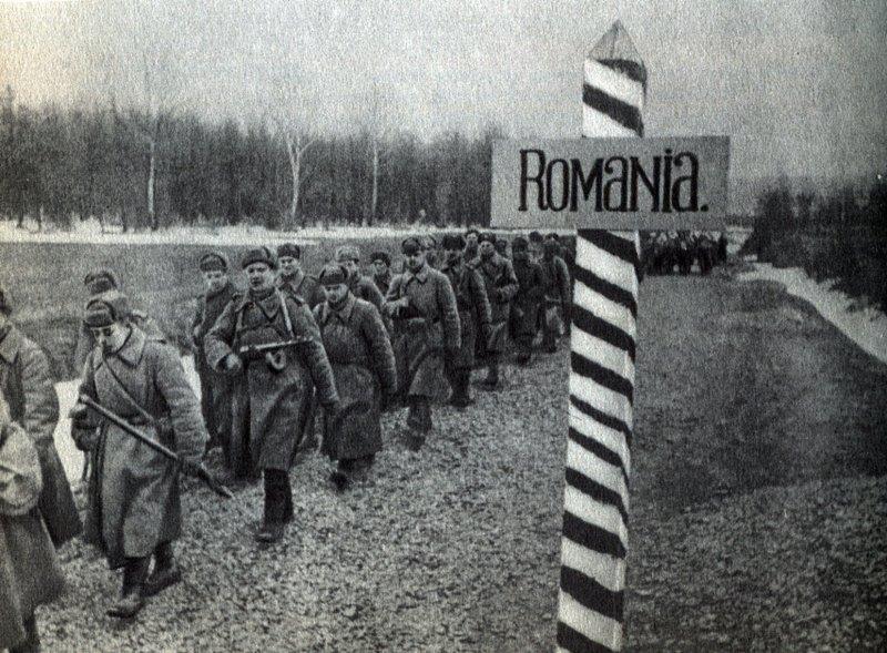Войска 2-го Украинского фронта вступают на территорию Румынии.