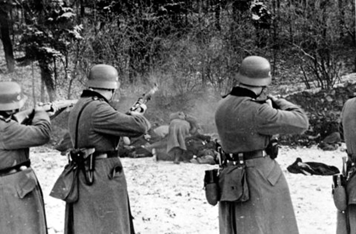 фашисты гитлеровцы расстреливают