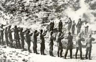 фашисты гитлеровцы расстреливают2