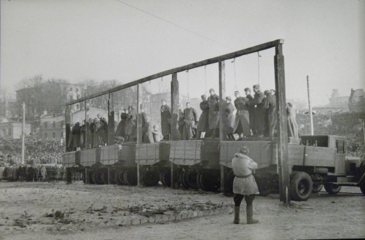 казнь военных преступников на Украине 1946 год-3
