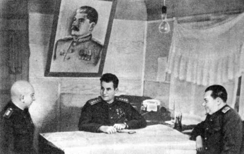 начальник штаба А.П. Покровский, командующий фронтом И.Д. Черняховский, член Военного совета В.Е. Макаров