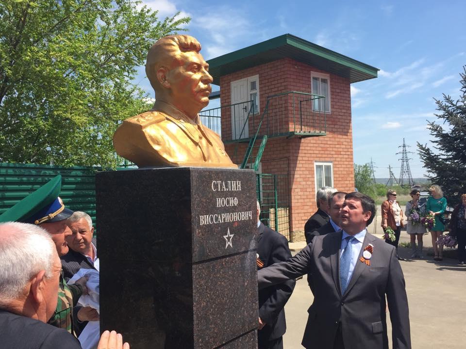 сталин памятник2