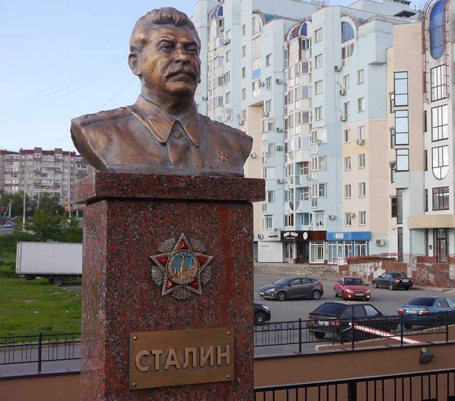 сталин памятник6