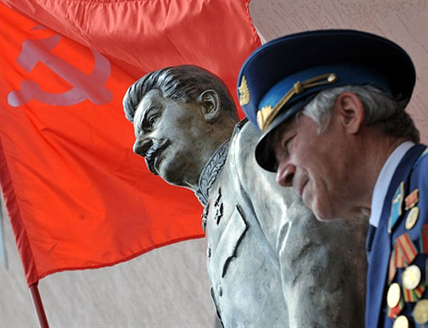сталин памятник8