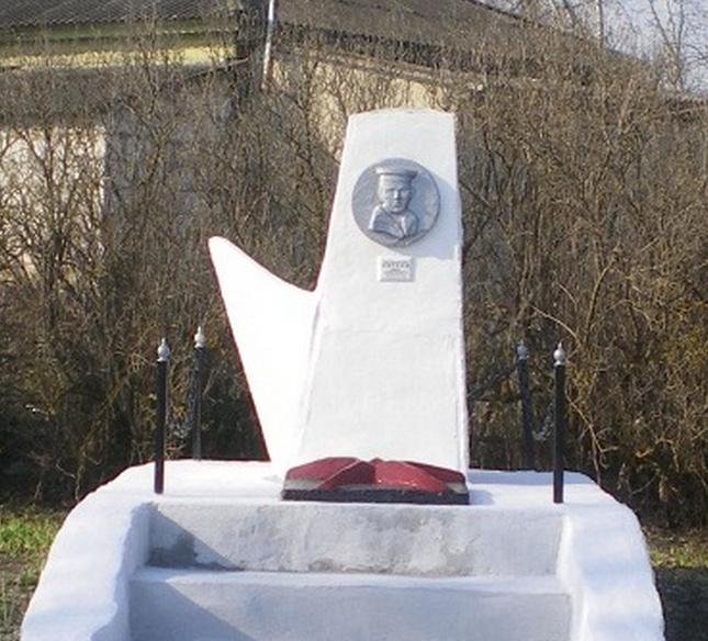 Памятник Ивану Евтееву и всем павшим землякам в с.Карякино.
