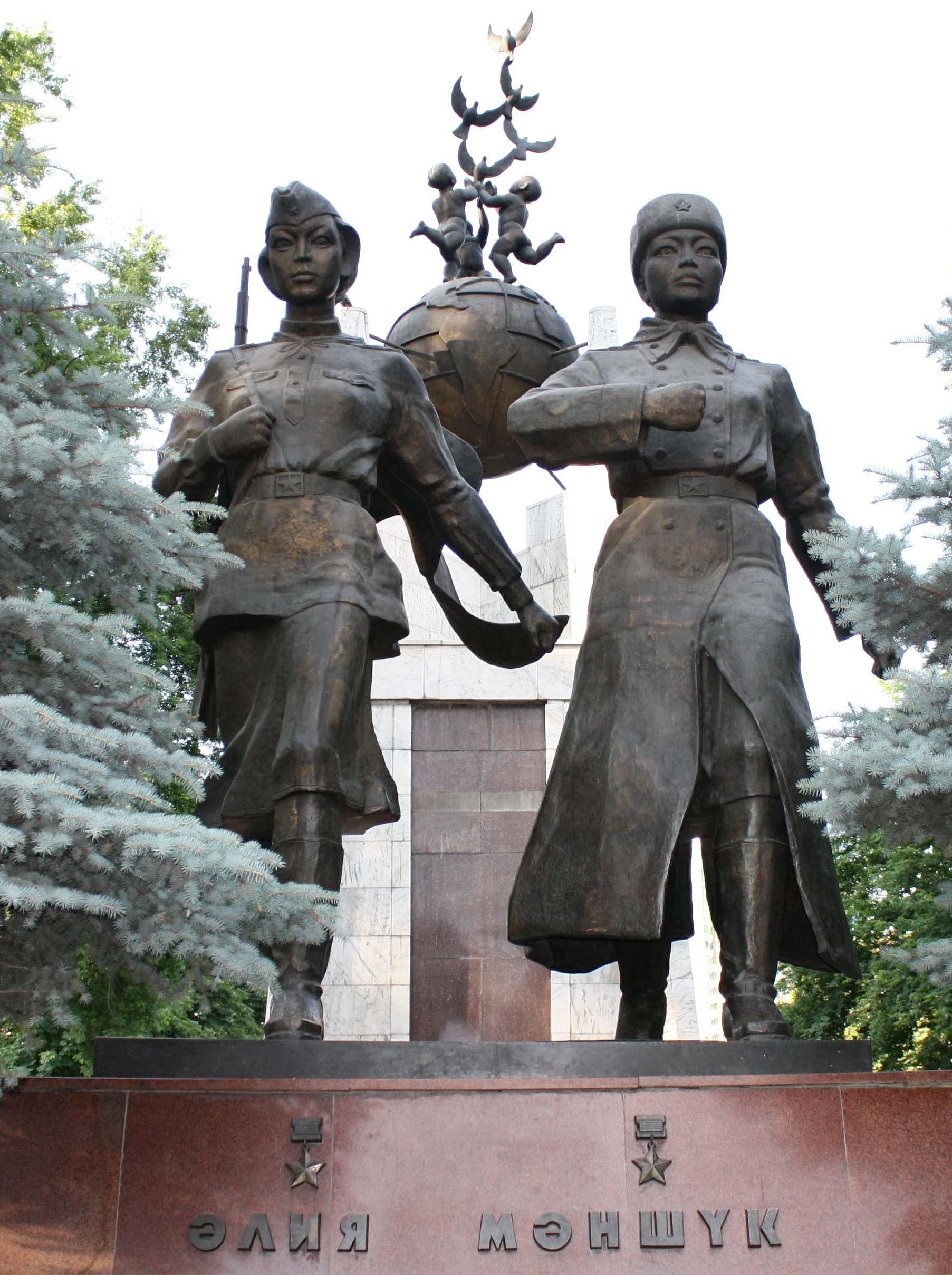 Равнение на подвиг! Герой Советского Союза Маншук Жиенгалиевна Маметова
